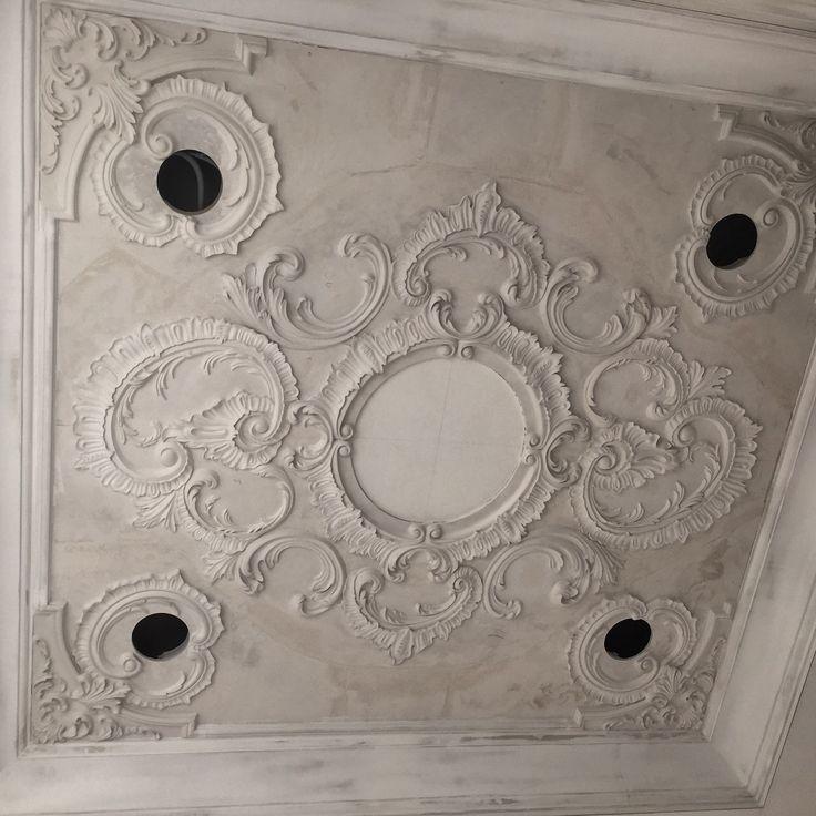Монтаж потолка в самом разгаре...
