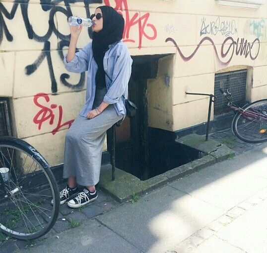 Dress + Converse This is me x10000 I will def be trying this outfit + Pasmina