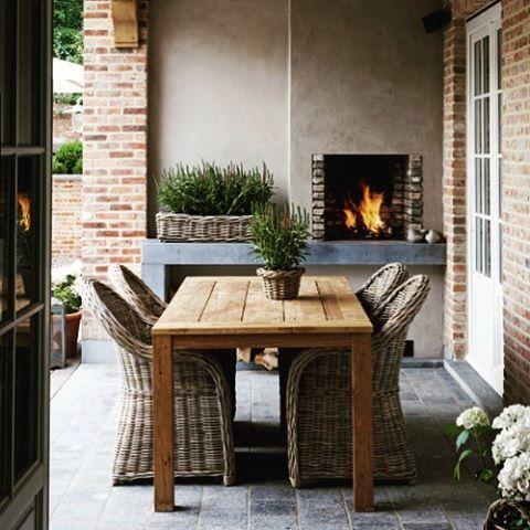 Have a lovely grey day.. Ik hou der van.. Huisje schoon en nu mijn nieuwe plantjes planten.. Tip van de dag.. Olijvenboompjes nu voor de helft van de prijs bij intratuin #interieurinspiratie #interieurstyling #houseandhome #eettafel #cozy #fireplace #outside #veranda #buitenleven #lavendel #garden #gardeninspiration #gardenstyling #tuininspiratie #outsideliving #notmypic #tipvandedag #dailyinspiration #farmhouse #belgianinteriors #decoration #homeandgarden