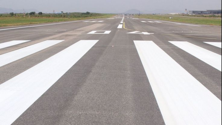 Repairs to the potholed runway in Nigeria's capital, Abuja, are finished ahead of schedule.