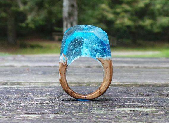 Guarda questo articolo nel mio negozio Etsy https://www.etsy.com/it/listing/561598911/wood-ring-resin-ring-sea-wooden-ring
