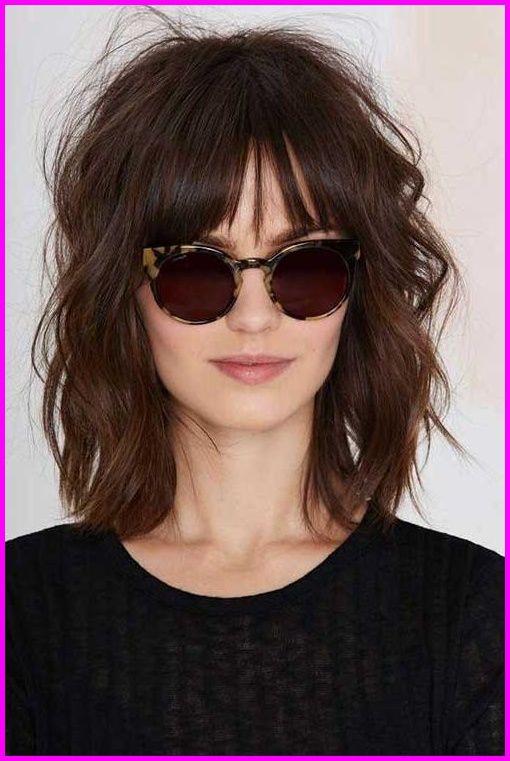 Kurze Bis Mittlere Frisuren Fur Welliges Haar Kurz Frisuren Innen
