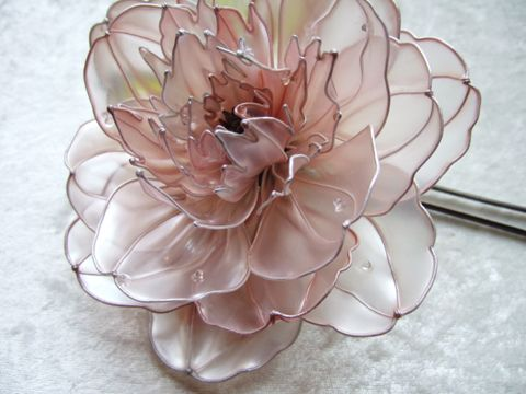 "The material is Wire & Liquid synthetic resin. It is a craft called ""Dip flower""."