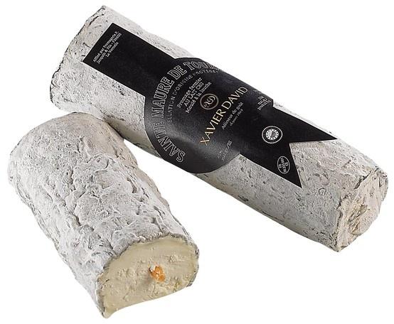 """Sainte-Maure de Touraine - Fromage au lait de chèvre entier, à pâte molle, à moisissures superficielles grises. La pâte est blanche ou ivoire, de texture homogène et fine, d'au moins 45% de matière grasse, est traversée par une paille de Seigle gravée au nom de l'appellation et attestant l'origine de la fabrication. Il se présente sous la forme d'une bûche allongée de 250 g. C'est un fromage produit dans la région de Touraine, mais seul le """"Sainte-Maure de Touraine"""" bénéficie de l'AOC."""