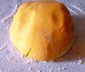 me si sa è una delle basi più usate in pasticceria e si presta a molte preparazioni tipo crostate, biscottini, biscotti ripieni