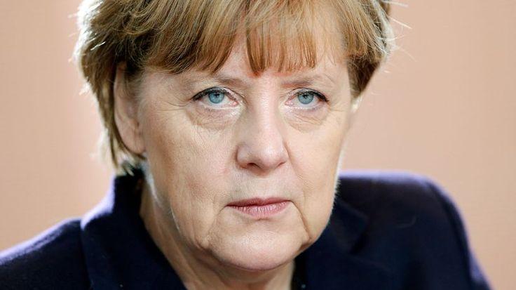 Flüchtlingskrise : So sieht die Politik der Tränen aus Die Regierungen liegen im Streit, die Flüchtlinge verzweifeln. Kann Angela Merkel Europa noch retten? Von Matthias Krupa, Mark Schieritz und Michael Thumann