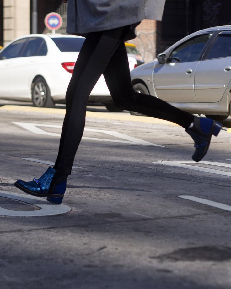 Vení corriendo! Porque el viernes comienza con todo y si pasás hoy por #LPStore te podés llevar estas botas #Brava o cualquier par de #NoFear con un 25% OFF pagando en efectivo! Te esperamos!  #luzprincipezapatos #lpfans #loveshoes #luzprincipe #zapatos #amamosloquehacemos #hacemosloqueamamos #nofear #aw2017 #invierno #NoFearMujer