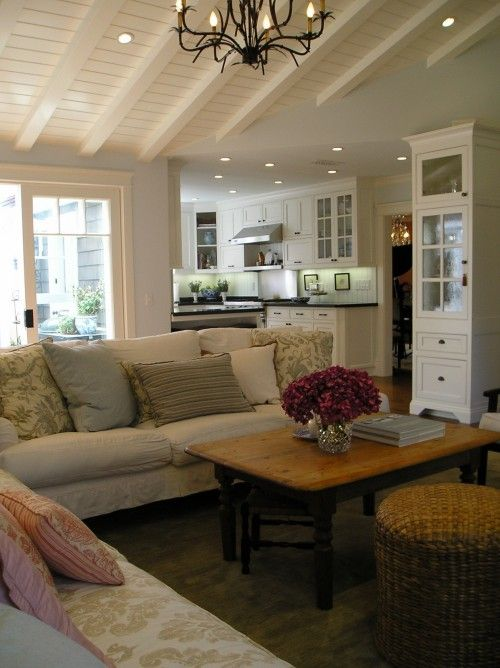 So homey: Idea, Living Rooms Design, Color, The Angel, Dreams House, Memorial Tables, Ceilings, Traditional Living Rooms, Families Rooms