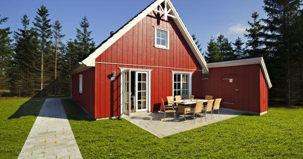 K8 (BN8)  4-kamer vakantiehuis met verdieping van 113m2 geschikt voor 8 personen en een kind (0-2 jaar). Woonkamer met eethoek zitgroep en flatscreen-tv. Open keuken koelvriescominatie  vaatwasser keramische kookplaat oven magnetron koffiezetapparaat en waterkoker. Badkamer met douche wasmaschine wasdroger whirlpool en sauna. 1 slaapkamer met tweepersoonsbed. Verdieping: WC met wasmaschine en wasdroger. 1 slaapkamer met tweepersoonsbed 1 eenpersoonsbed en kinderledikant. 1 slaapkamer met…