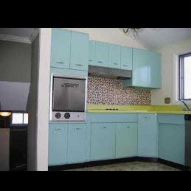 25 best vintage 50s metal kitchen cabinets images on pinterest retro kitchens dream kitchens and vintage kitchen. beautiful ideas. Home Design Ideas