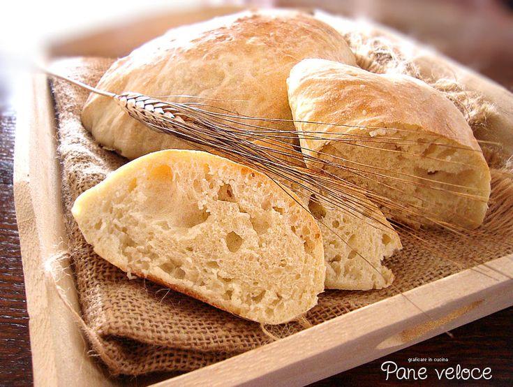 Ricetta pane fatto in casa veloce . Oggi è domenica e ieri mi sono dimenticata di comperare il pane... devo dire che sono contenta di questa ..............