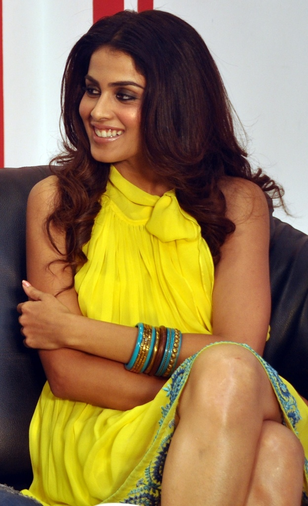 Genelia - i love her dress, make up and hair in here