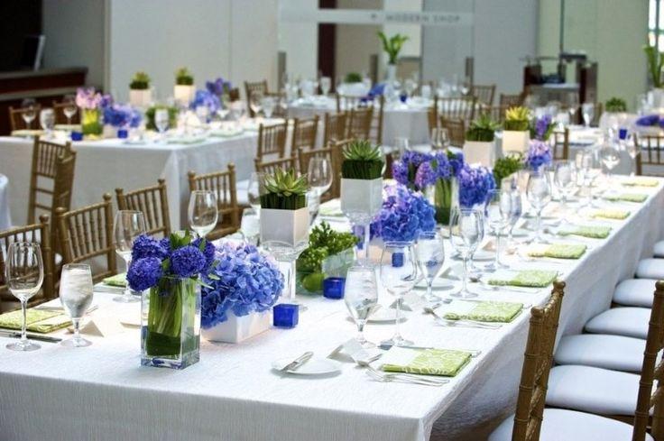 déco de mariage en hortensias et jacinthes bleus et succulentes