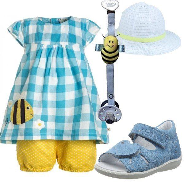 Una piccola diva questa bimba con un outfit composto da un bellissimo completino composto da shorts e camicetta, sandali, cappellino e catenella porta ciuccio.