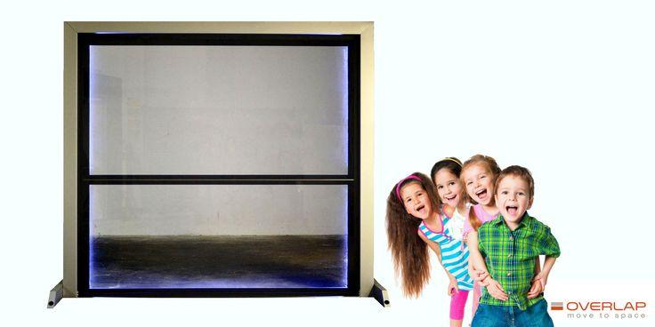 Overlap definisce uno spazio dedicato a chi ama farsi abbracciare dalla luce. OVERLAP PLANA presenta la porta completamente in vetro.. In versione FULL GLASS, completamente vetrata con finitura trasparente o satinata, è pura illuminazione che accarezza e avvolge sofficemente chi vive tutto il suo spazio. E' realizzata con vetro stratificato 6/7 di sicurezza.