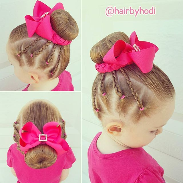 How cute is this bow?! It is all one piece that wraps around a bun perfectly with clips on both ends. It comes in several colors and you can order it from my friend Leslie at Under the Sun Crafts. Check out her facebook page or DM me if you would like to order by phone. https://m.facebook.com/Under-the-Sun-Crafts-297170730969/  #hairbyhodi #underthesuncrafts #toddlerhairideas #toddlerhair #ballethair #balletbun #dancehair #bows #littlegirlhair #littlegirlhairstyles #littlegirlhairideas…
