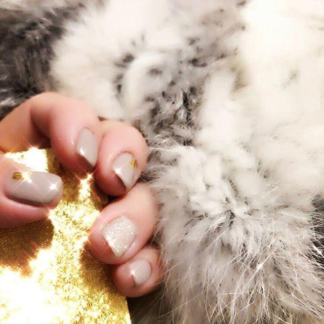 . . #self #nails #selfnail #gelnails #nailstagram #design #winter #moca #beige #gold #kirakira #fur #beautician #セルフ #ネイル #セルフネイル #冬ネイル #ファー #ネイルデザイン #ベージュネイル #ベージュ #モカ #ゴールド #ジェル #ジェルネイル #キラキラ