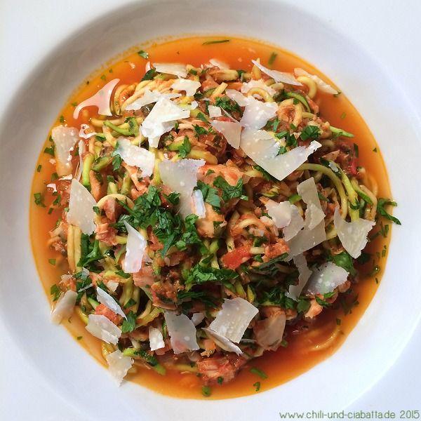 Zucchini Nudeln mit Thunfisch Chili & Ciabatta