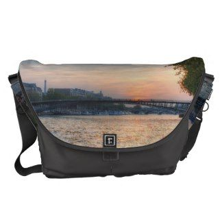 Seine sunset messenger bag
