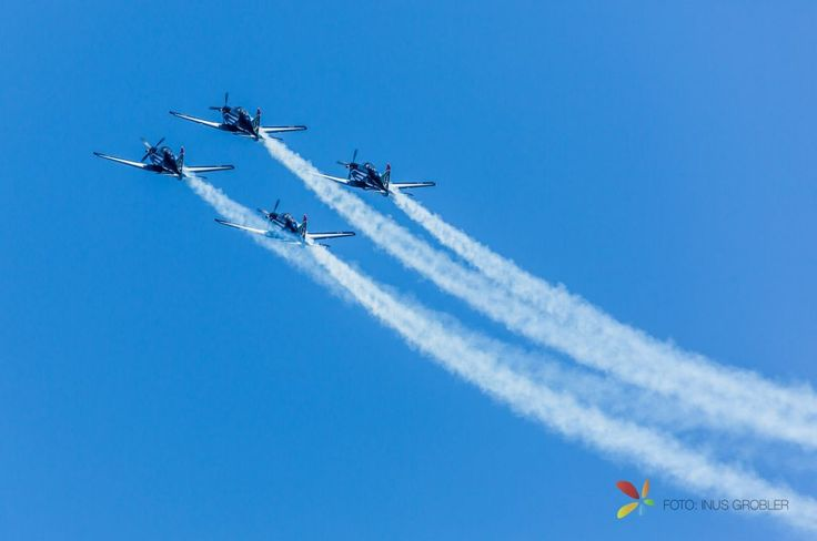 Airshow, Planes Flying 45 Degrees with Smoke