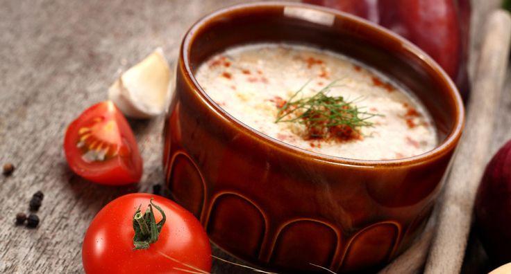 Ντοματένια σούπα με γλυκό τραχανά, ζαμπόν και μανιτάρια