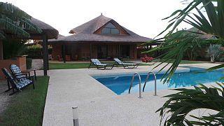 NIANING, Villa met privé zwembad, uitzicht op de lagune, 400m strand, 6 personen