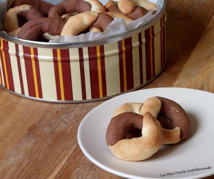 Biscotti abbracci fatti in casa senza #glutine e lattosio per una dolce colazione.
