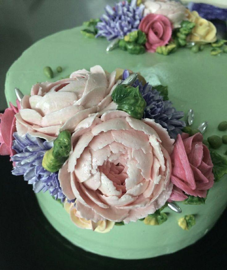 Buttercream floral cake @sweetplantations