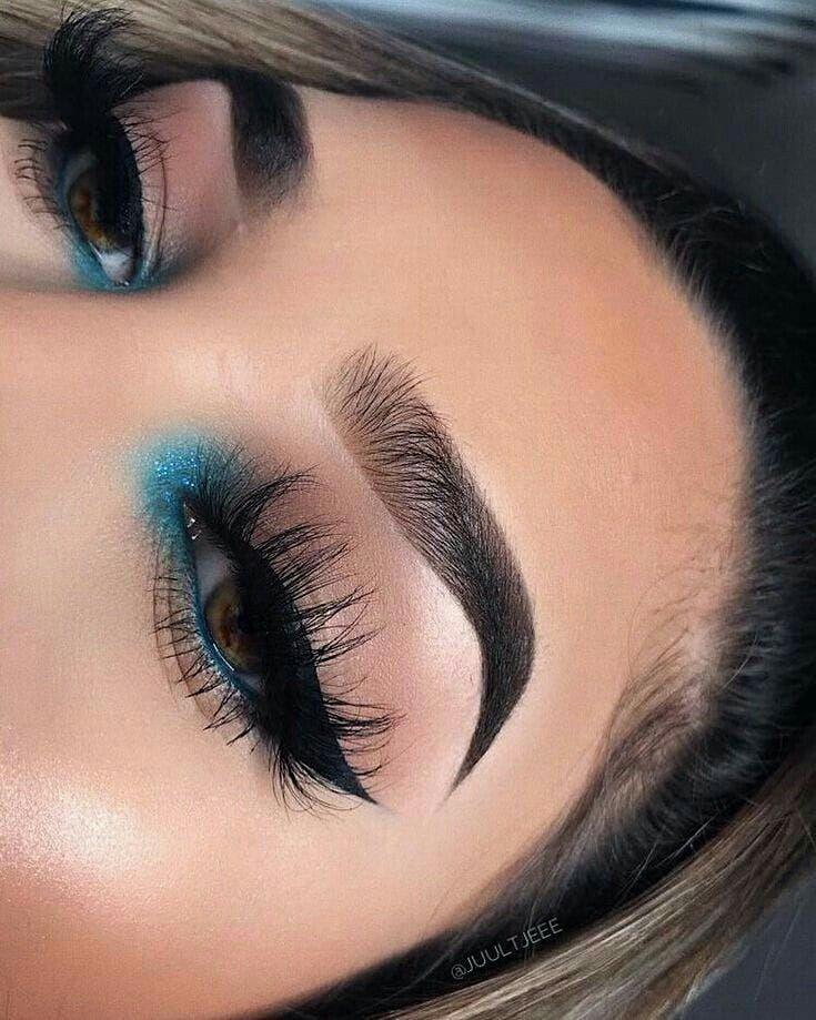 Ese toqué azul es mágico 😍😍😍 de qué  color lo harías?? #makeup #maq…