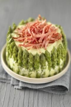 Charlotte d'asperges vertes au bacon frit