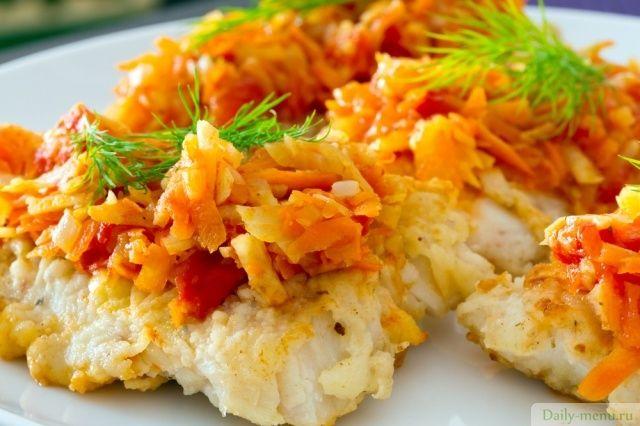Приготовьте рыбку в шубке из коллекции рецептов с указанной калорийностью от Daily-menu.ru, Рыба - ценный источник качественного белка, полезных жирных кислот Омега-3 и 6, и органического йода, так необходимого для хорошей скорости обменных процессов в организме, влияющих на стройность.