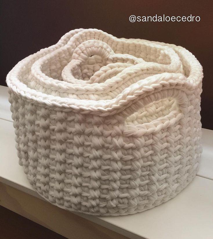Conjuntos de cestos P, M e G na cor cru #handmade #feitoamao #cesto #decor #decoracao #casa #home #basket #instahome #croche #feitonobrasil #valorizeoartesanato #multiuso #encomenda