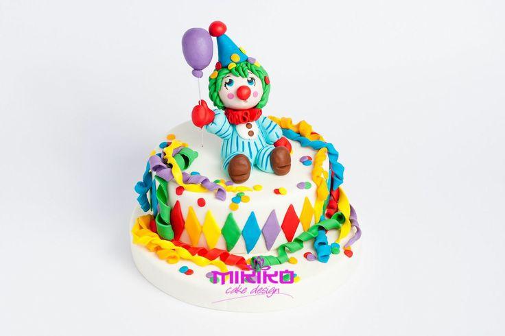 Carnevale è ormai alle porte ma noi non ci faremo cogliere impreparate :-) Guarda il tutorial per creare una torta con la pasta di zucchero carnevalesca :-)