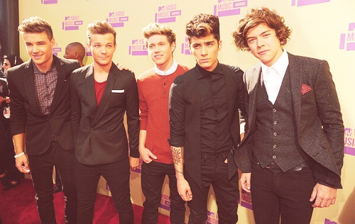 1D ON red carpet IN red!