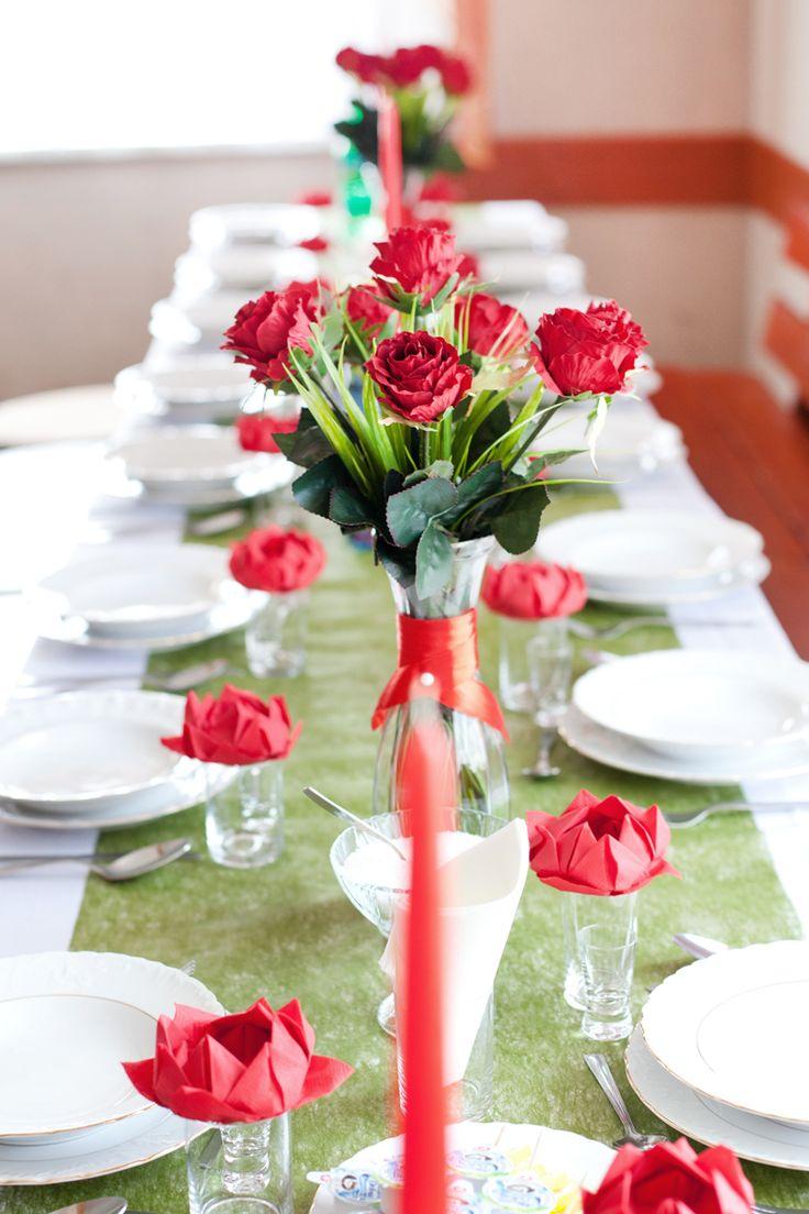 Dekoracja sali weselnej Red Roses: kompozycja na stół