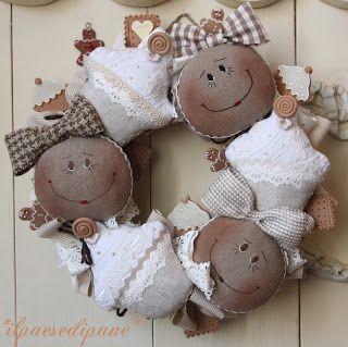 La Maison de Maristella: Ghirlande e Natale alla Corte . . .like the faces for dolls not the cupcakes so much