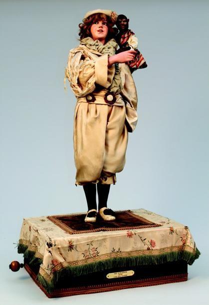 « #Pierrot et son singe » Grande figure animée #automate et à #musique de fabrication française créée par Gustave VICHY. H 96 cm. (circa 1895) Vendu aux #encheres par Lombrail - Teucquam le 04/02/12