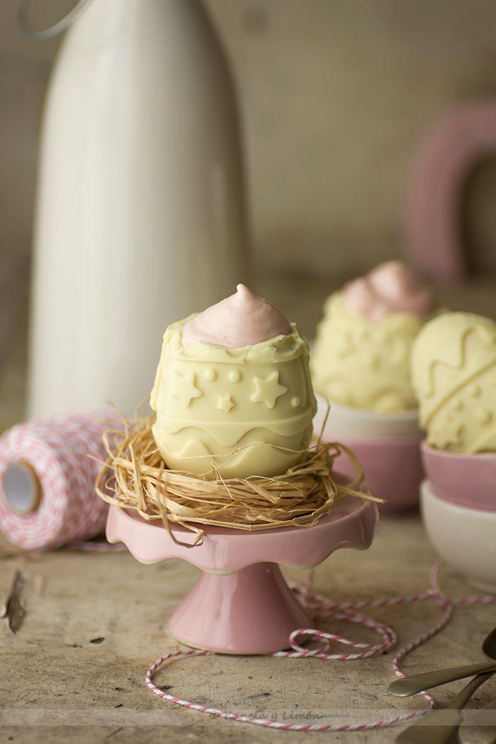 Kanela y Limón: Huevos de pascua rellenos de mousse de fresas