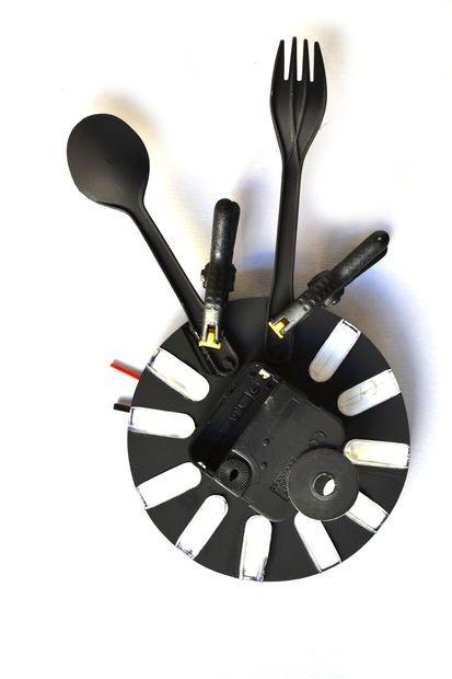 Plastik Kaşık ve Çatallarla Saat Yapımı