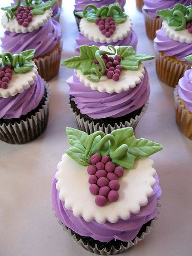Winery or vineyard themed cupcakes with a grape motif  (by katiskupcakes)