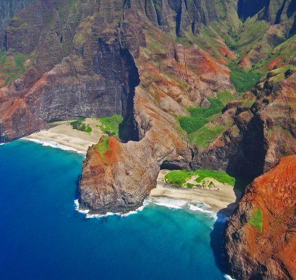 Honopu Beach, Hawaii, USA  -  from the page: 15 Spectacular Hidden Beaches