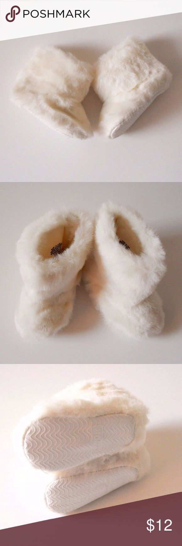 Baby Gap Furry Booties Baby 6-9M Sweet little furry booties for the snowy weather!  babyGap  Ivory Frost Velcro enclosure on the back for easy on and off.  Size 6-9 Months  Pre-Walkers   Good condition Cute for baby! Gap Shoes Boots