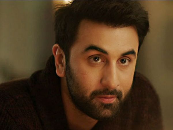 Female fans jump over the wall to take selfie with Ranbir Kapoor!