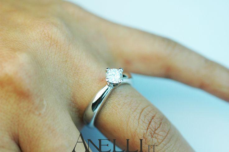 """Modello con castone a """"Rombo""""  http://www.anelli.it/it/anelli-solitario/diamante-solitario-da-mezzo-carato-di-colore-f-purissimo.html"""