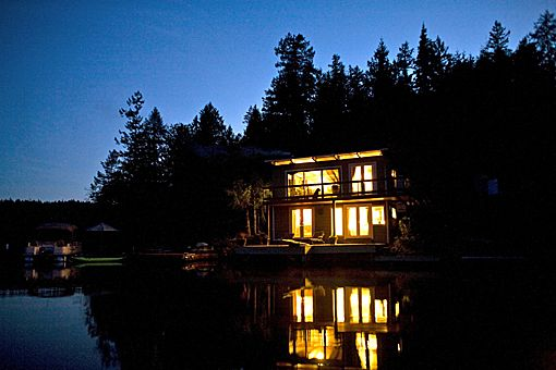 98 best elope in canada images on pinterest for Small romantic hotels