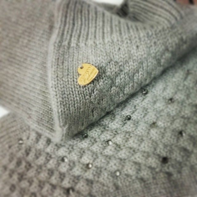 Details of matelassè fingers mittens with swarovski crystal, all pure cashmere.