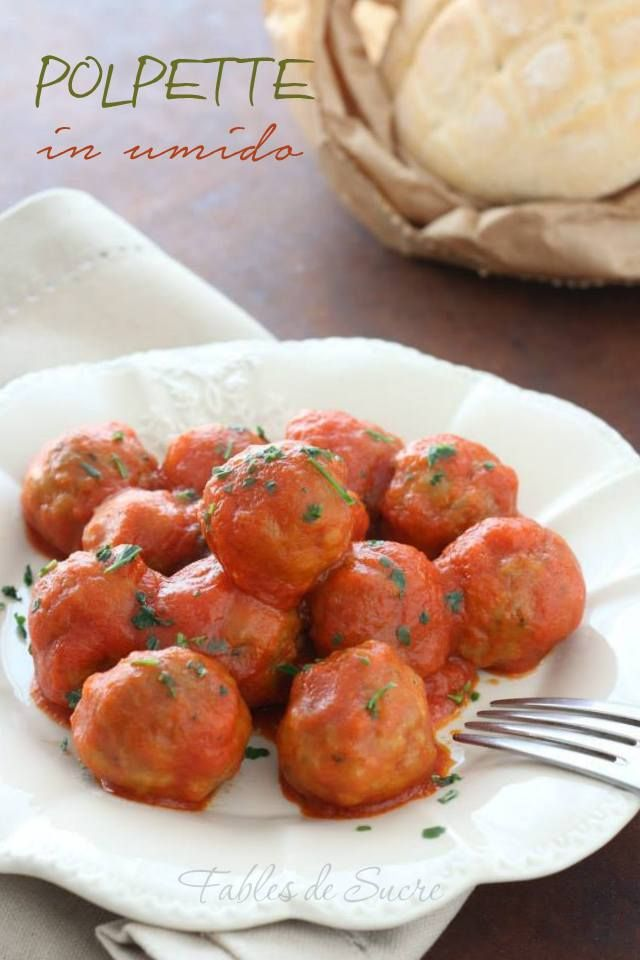 Le polpette in umido sono un piatto classico semplice e gustoso, fanno felici i piccoli e grandi e sono semplici da realizzare. Chi dice no alle polpette?