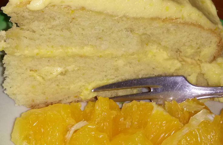 Duplán narancsos torta: a tésztában és krémben is többszörösen megjelenik a fenséges narancs, piskótatekercs formájában is készíthetjük https://balkonada.hu/duplan-narancsos-torta/