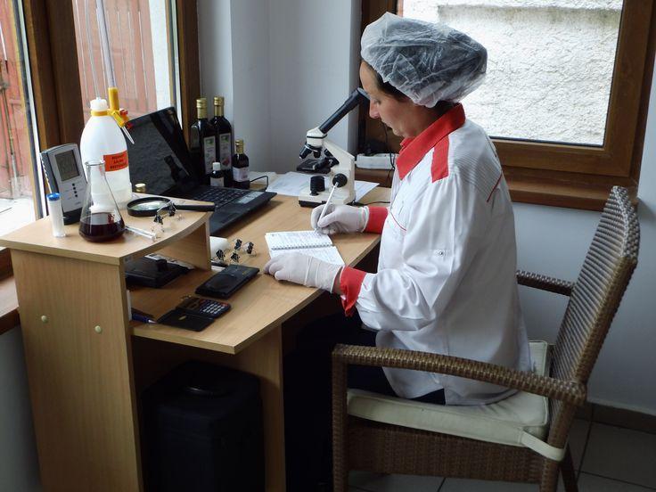 Fabricarea de uleiuri presate la rece necesita o tehnologie meticuloasa si o materie prima de foarte buna calitate - garantia unui produs finit de calitate.