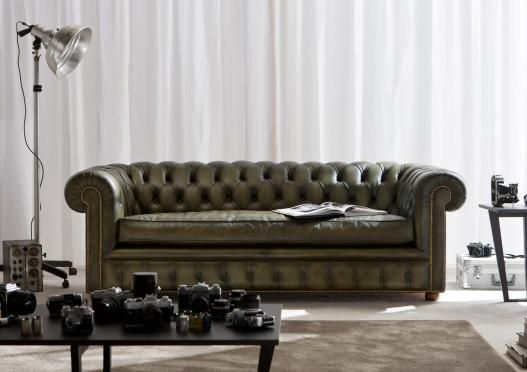Richmond Chesterfield Sofa (spring 2012 collection), 100% hand-made by Italian Brianza masters in Meda.  Our Chesterfields sofas involve a complex and high quality type of handwork, created during the first half of the 19th-century. They represent the art of high quality upholstery and the history of upholstered furniture, examples of the evolution of seating design.